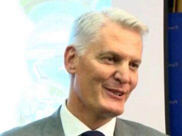 André de Ruyter profile